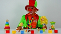 Funny clown videos for kids. Emil the clown helps a baby Lemon doll clean up!