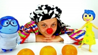 Funny clown videos for kids. LE clown is a jiggler!